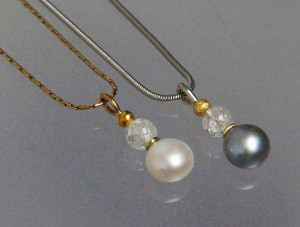 pearl pendants with quarz beads