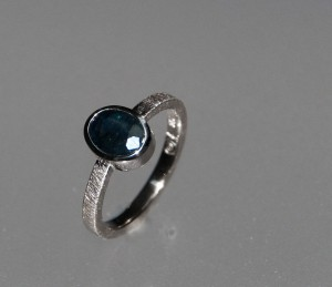 whitegold ring with sapphire