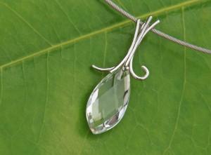 quarz crystal pendant