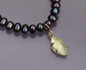 facetted prehnite navette with white gold