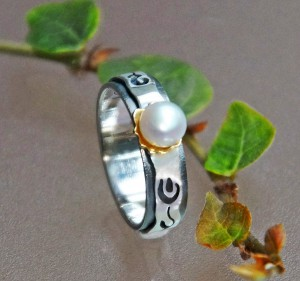 pearl ring with silver and gold