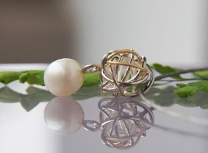silver and yellow gold knot pendant with sea pearl