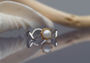 gold and silver pearl ring